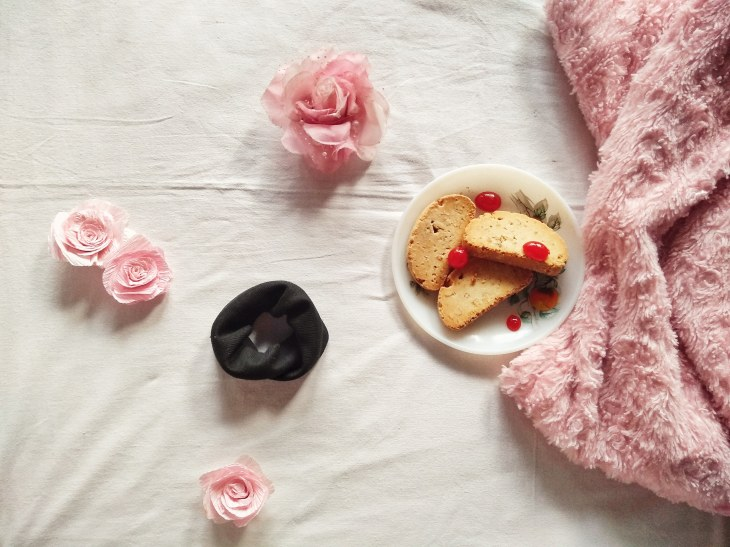 A black scrunchy in a breakfast Flatlay.